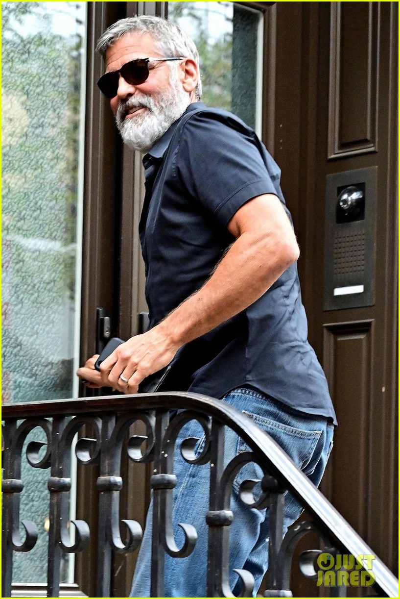 George Clooney Still in New York George-clooney-heads-to-meeting-02