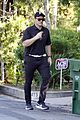 chris pratt heads home after visiting mother in law maria shriver 05