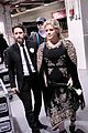kelly clarkson friends shocked by divorce news 03