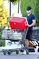 chace crawford at grocery store 04