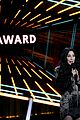cher presents icon award bbmas 2020 03
