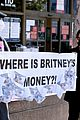 britney spears fans at court hearing 04