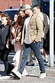 chris hemsworth wife elsa pataky with his parents 35
