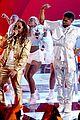 usher medley of hits at iheartradio awards 03