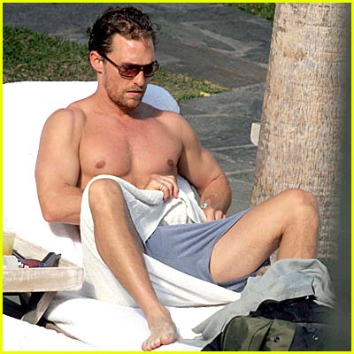 McConaughey's Shirt Gone Missing!