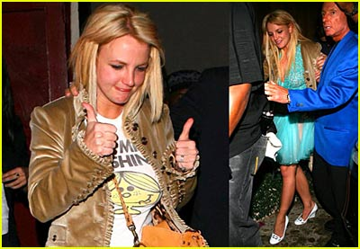 britney-spears-thumbs-up