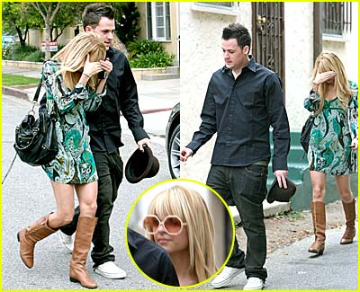 Nicole Richie Hides Face in Hands