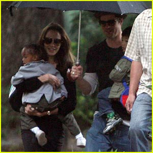 Brad & Angelina Carry Kids to School