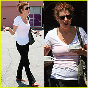 Kate Walsh: Pregnant or Poor Posture?