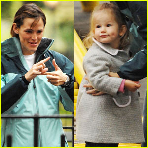 Violet Affleck: I Have Mommy's Dimples