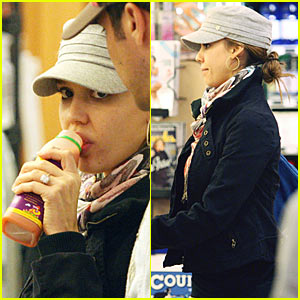 Jessica Alba Uses Cash for Groceries