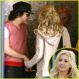 Joe Jonas Dating Chelsea Staub?