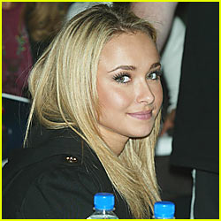 Hayden Panettiere Says Hello!