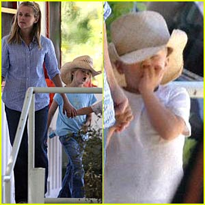 Reese Witherspoon Spoon-feeds Her Kids
