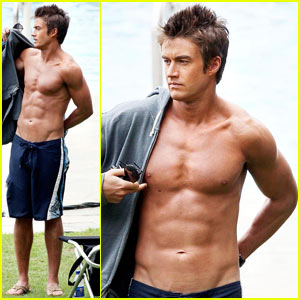 Robert Buckley is Hot in Hawaii