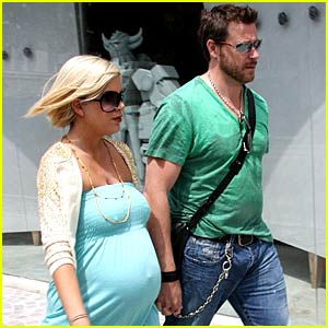 Tori Spelling is Inn Love