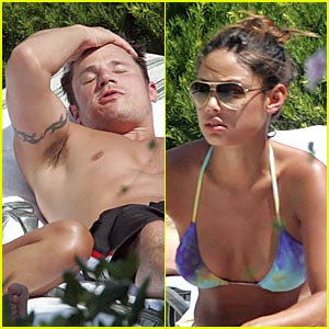 Vanessa Minnillo & Nick Lachey are Pool Pals
