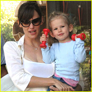 Violet Affleck is a Bicep Baby