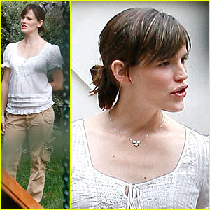 Jennifer Garner Has a Pregnancy Party