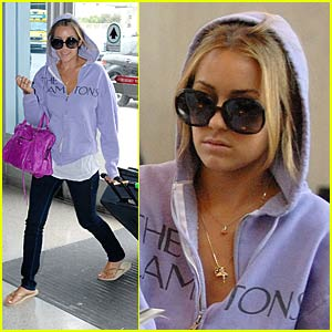 Lauren Conrad TXTs at LAX
