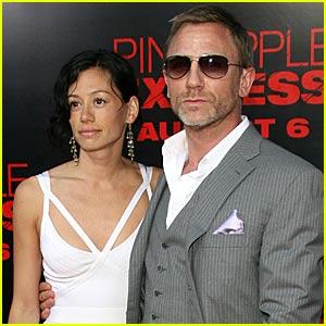 Daniel Craig Rides The Pineapple Express