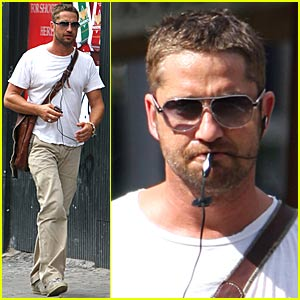 Gerard Butler is Headset Happy
