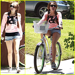 Yikes! Miley Cyrus Likes Bikes!