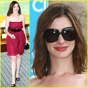 Anne Hathaway is Water Taxi Tasty