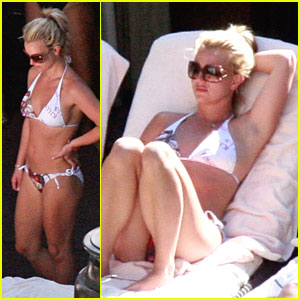 Britney Spears breaks out her bikini and hangs out pool-side with her ...