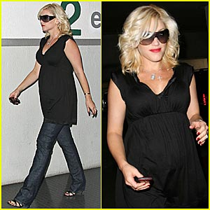 Gwen Stefani: Hello Post-Pregnancy Body! Just two weeks after giving birth ...
