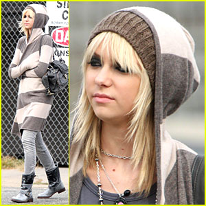 Taylor Momsen Gets Hoodified