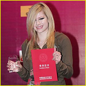 Avril Lavigne Receives Certificate of Honor