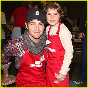 Chris Pine Serves At Los Angeles Mission