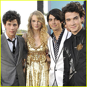 Taylor Swiftbrother on Taylor Swift Beats Jonas Brothers Record