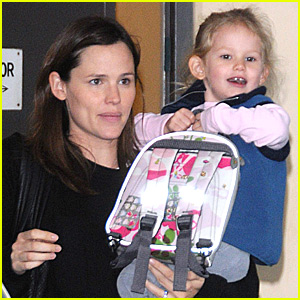 Violet Affleck Carries Her Backpack Best
