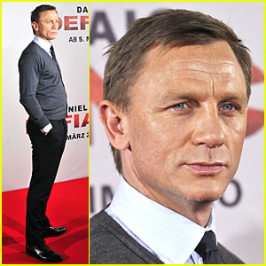 Daniel Craig Shows Off German Gaze