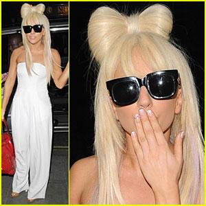 Lady GaGa Looks Bow-dacious