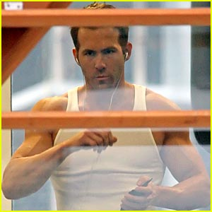 Ryan Reynolds is a Muscle Man