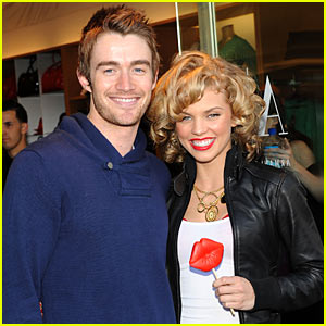 AnnaLynne McCord & Robert Buckley Kiss For A Cause