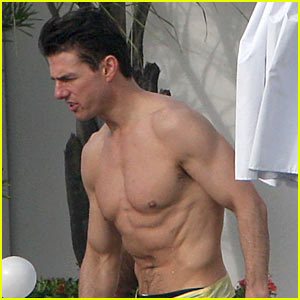 Tom Cruise Has Rippling Abs
