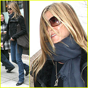 Jennifer Aniston Makes a Break for the Baster