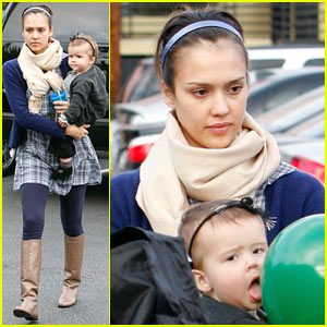 Jessica Alba Hits Up Trader Joe's