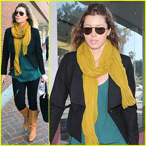 Jessica Biel's Sexy Scarf