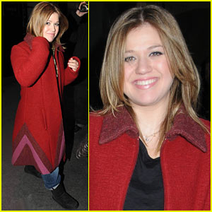 Kelly Clarkson Rehearses 'Saturday Night Live'