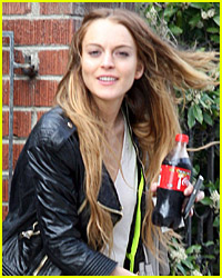 Lindsay Lohan Parties After Her Warrant Was Issued