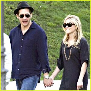 Reese Witherspoon & Jake Gyllenhaal: Madrid Museum!