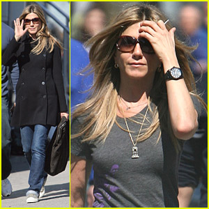 Jennifer Aniston Turns To The Turkey Baster