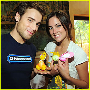 Jessica Stroup & Dustin Milligan: Easter Egg Crazy