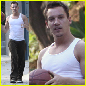 Jonathan Rhys Meyers is King Of The Courts