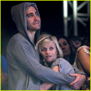 Reese Witherspoon & Jake Gyllenhaal: Coachella Cuddle